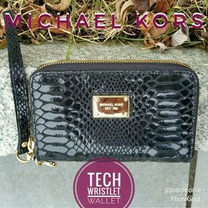 MICHAEL KORS Smartphone Black Wristlet Tech Wallet